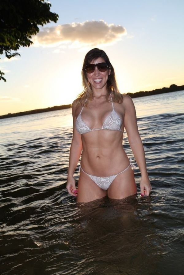 Ex-BBB Milena mostra que está com tudo em cima aos 35 anos