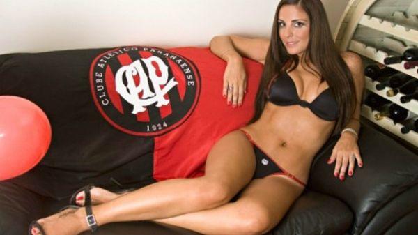 Ex-musa do Atlético-PR, assessora de Romário já fez ensaios sensuais