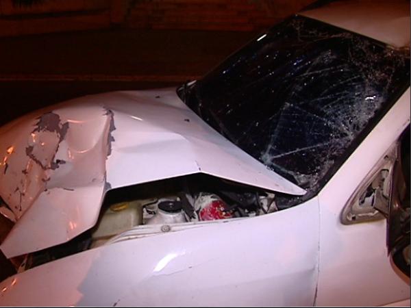 Motorista socorre vítima de bala perdida e bate carro em moto