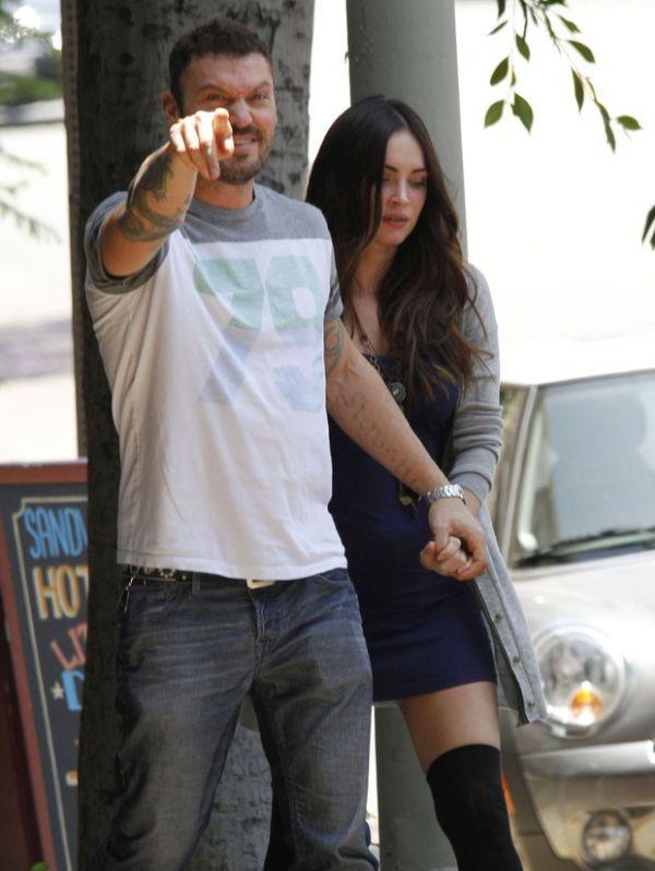 Paparazzo tenta tirar fotos da barriga de Megan Fox e irrita marido da atriz