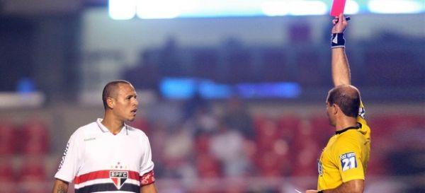 Leão confirma punição a Luis Fabiano, mas não divulga qual