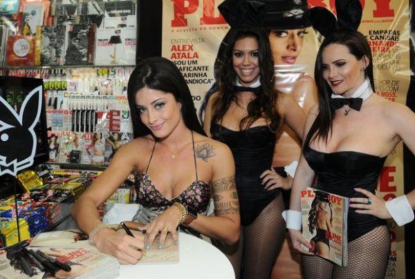 Bailarina do Faustão leva marido lutador de MMA para autografar fotos nua
