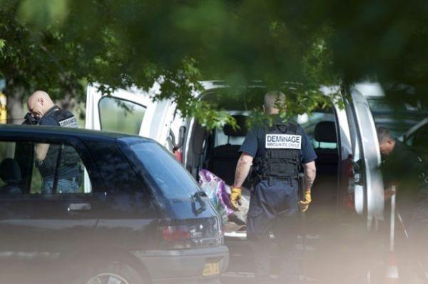 Homem diz ser da Al-Qaeda e faz 4 reféns em banco na França