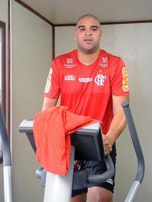 Adriano recebe aviso de Zinho:
