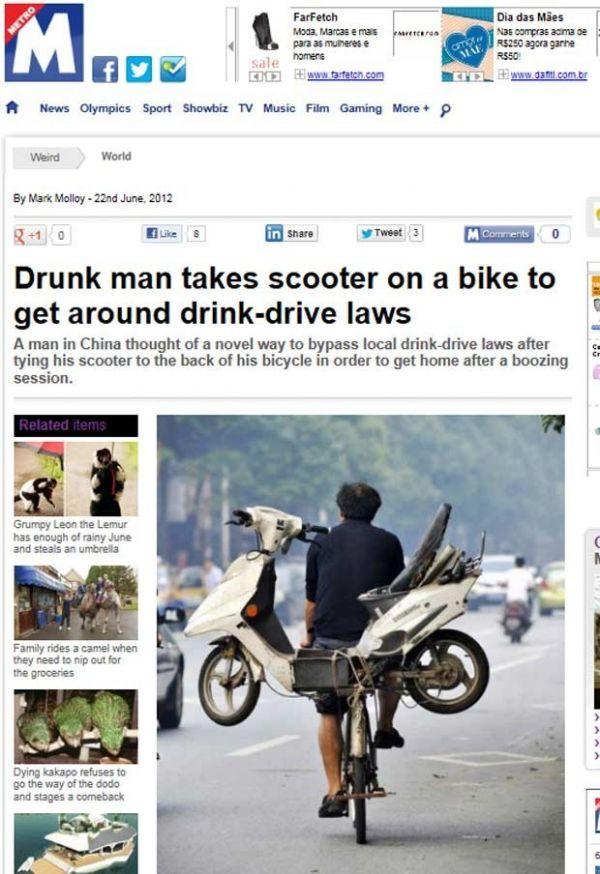 Chinês carrega motoneta sobre bicicleta para escapar de infração
