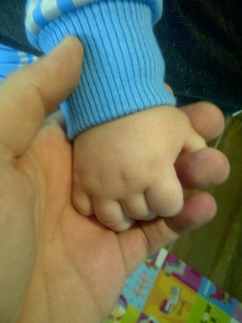 Marido de Wanessa posta foto da mãozinha do filho