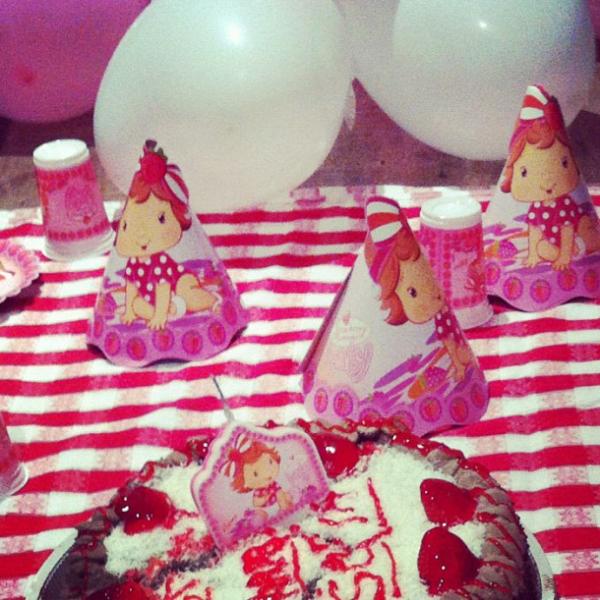 Grazi Massafera comemora 1 mês da filha Sofia com festinha