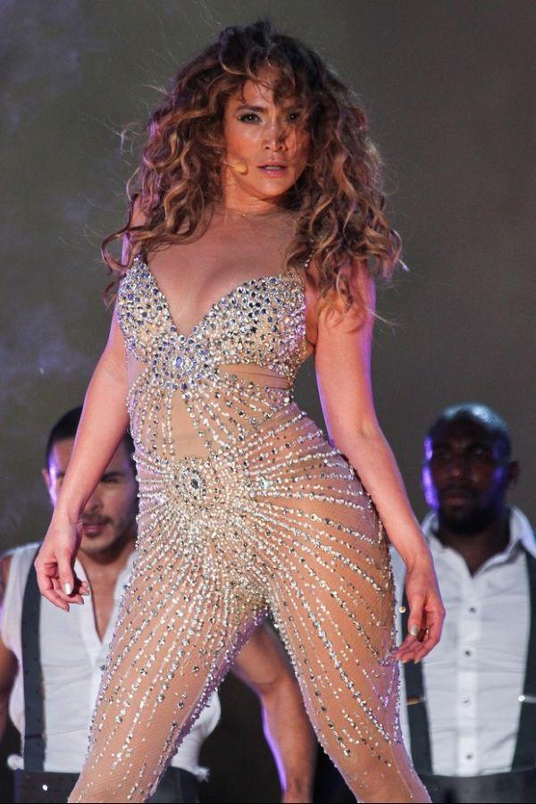 Jennifer Lopez leva público ao delírio em seu primeiro show no Brasil