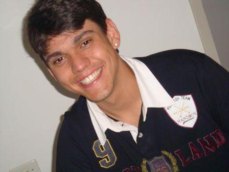 Corpo do irmão do ex-BBB Jonas, assassinado com nove tiros, é sepultado em Lajeado-RS