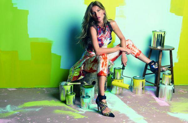 Gisele Bündchen posa com a barriga de fora para a Vogue Brasil