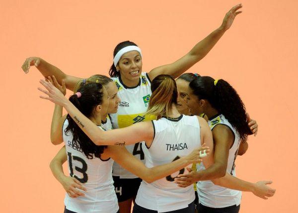 Seleção feminina massacra Cuba por 3 a 0 no Gran pix de vôlei