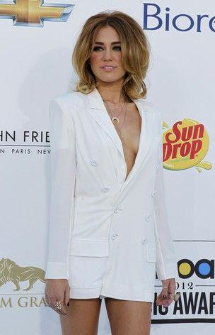 Atriz Miley Cyrus nega anorexia e diz que não faz automutilação