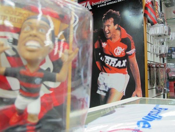 Boneco de Ronaldinho Gaúcho encalha e deve ser banido