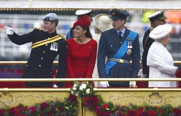Família real comemora 60 anos de reinado de Elizabeth II