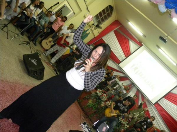 Perlla ministra culto evangélico em igreja do Rio