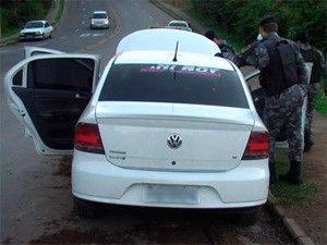 Aposentado fica preso em porta-malas de carro por 40 horas