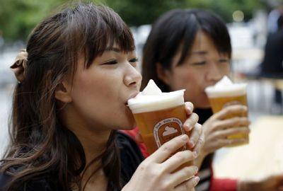 Contra calor, cervejaria cria chope com espuma congelada no Japão