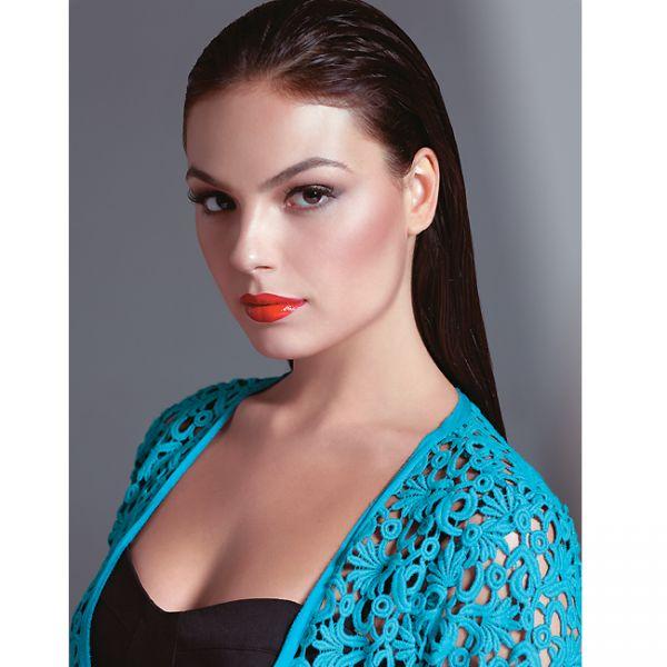 Isis Valverde é retratada como diva em ensaio fotográfico