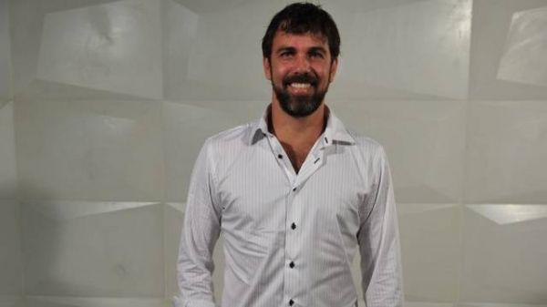 Marcelo Faria sai novamente de casa e está morando com amigo