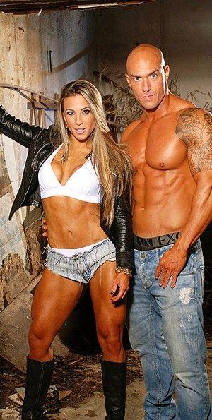 Musculosa, ex-BBB posa com namorado saradão: