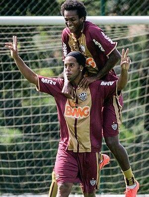 Ronaldinho marca em treino e  deixa o recado: ?Vim aqui para isso?