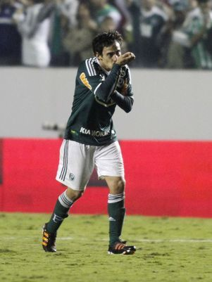 Colo Colo demonstra interesse em repatriar Valdivia após sequestro