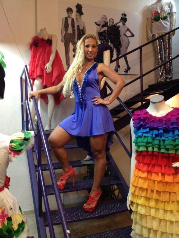 Valesca Popozuda procura look para usar na Parada Gay