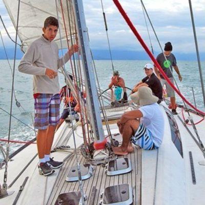 Barco usado no tráfico de drogas vira veleiro-escola em Ilhabela após apreensão