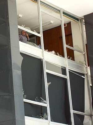 Caça da FAB em voo rasante destrói fachada de vidro do STF