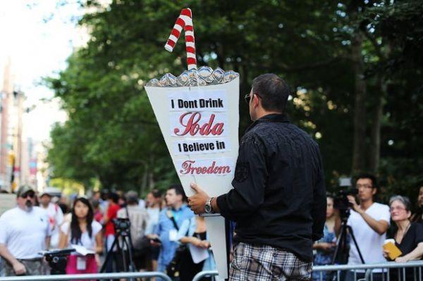 Americanos protestam contra restrição à venda de refrigerante