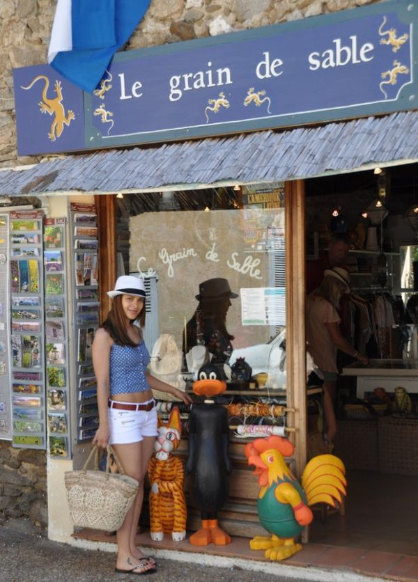 Gyselle Soares visita Saint-Tropez