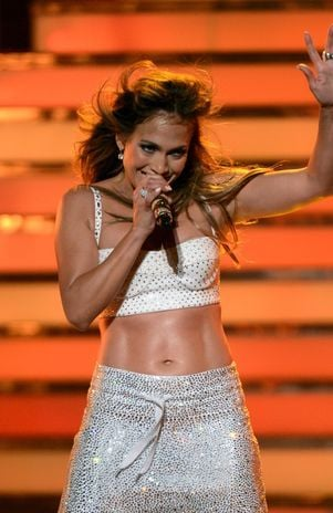 Aprenda um exercício para ter a barriga sarada de Jennifer Lopez