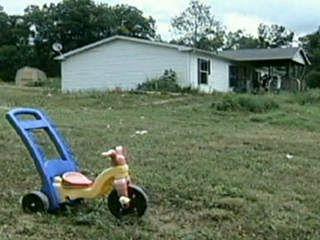 Criança de 3 anos encontra arma carregada em casa e mata o pai