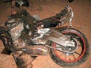 Engenheiro morre ao bater motocicleta em caminhão