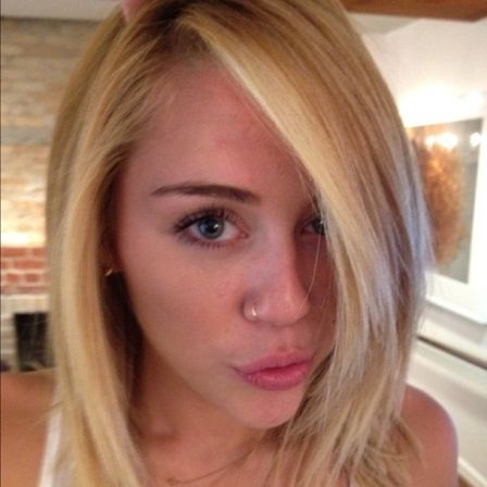 Miley Cyrus muda o visual e divulga fotos com o novo look