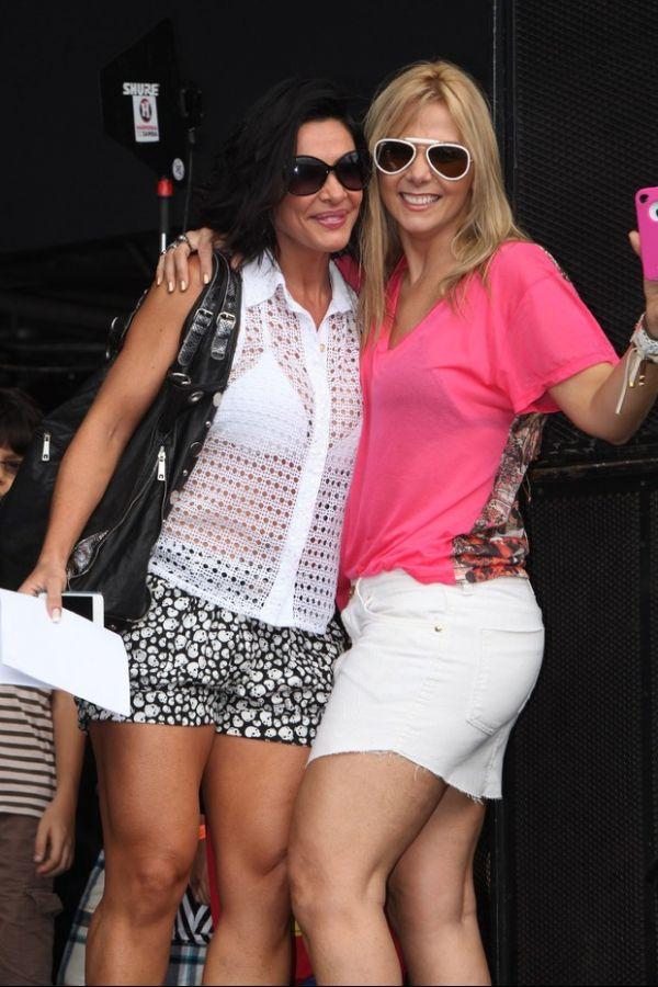 Scheila Carvalho e Carla Perez vão a show do Harmonia em Salvador