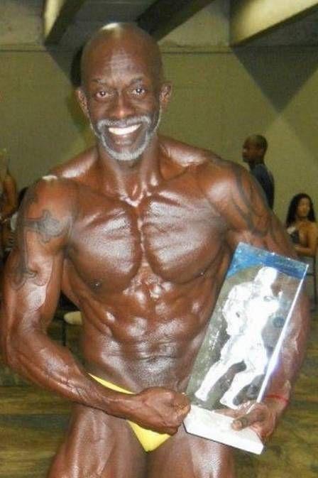 Aos 50 anos, gari fisiculturista vence concurso e vira o Mister Rio 2012
