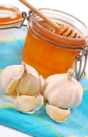 Máscara de alho e mel tem ação hidratante e antibactericida