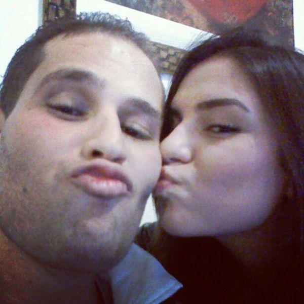 Pedro Leonardo ganha beijo da irmã na primeira foto em casa