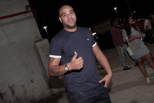 Apesar das festas,Adriano diz que voltará logo aos gramados