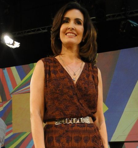 Fátima Bernardes é fã de batom nude e blush pêssego. Confira seis dicas para ficar com o make da apresentadora