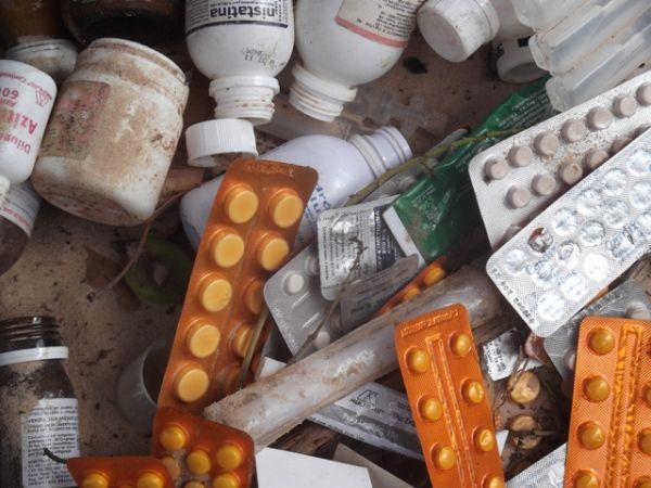 Medicamentos vencidos são encontrados em lixão no PI