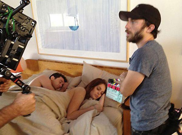 Na cama, Lindsay Lohan contracena com ator pornô em novo filme