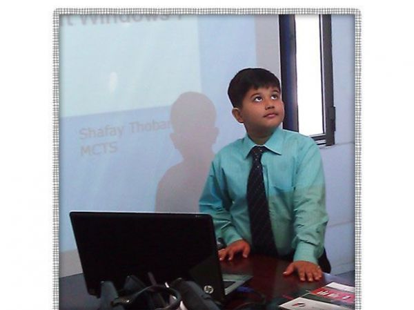 Paquistanês de 8 anos conquista certificação da Microsoft