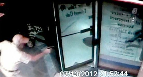 Homem de 71 anos reage a assalto e provoca prisão de ladrões
