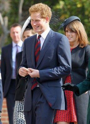 Príncipe Harry é visto aos beijos com modelo em festa, diz site