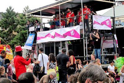 Carnaval ao som dos Beatles: Brasil faz festa para a chegada da Tocha