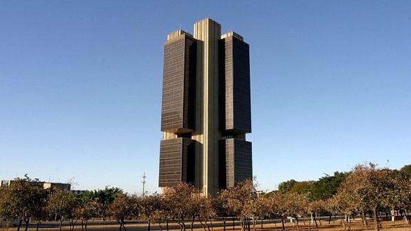 Governo reduz previsão de alta do PIB de 2012 de 4,5% para 3%