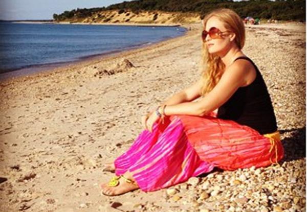 De férias nos EUA, Angélica posa para Huck e mostra o barrigão de 6 meses