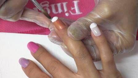 Estampa de tênis nas unhas é sucesso. Aprenda a fazer e calce seus dedinhos!